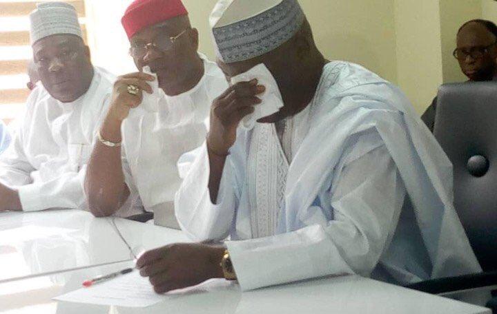 2019 Presidency: Atiku Abubakar Weeps, Obtains PDP Nomination Forms