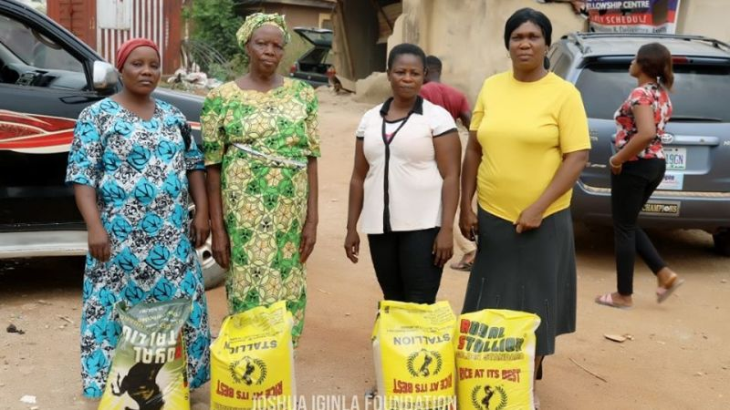 Prophet Joshua Iginla gives out over 500 bags of rice to widows, needy