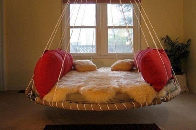 Yatak odasında yuvarlak yatak çeşitleri - Asma yatak