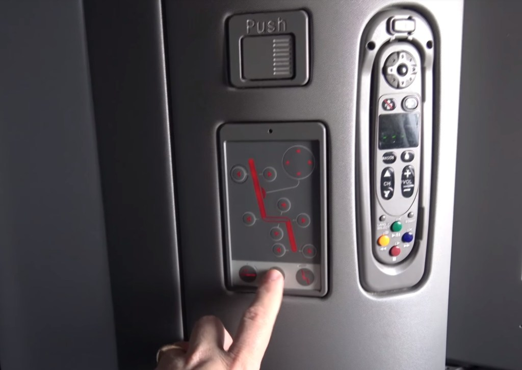 Delta One flat bed seat controls
