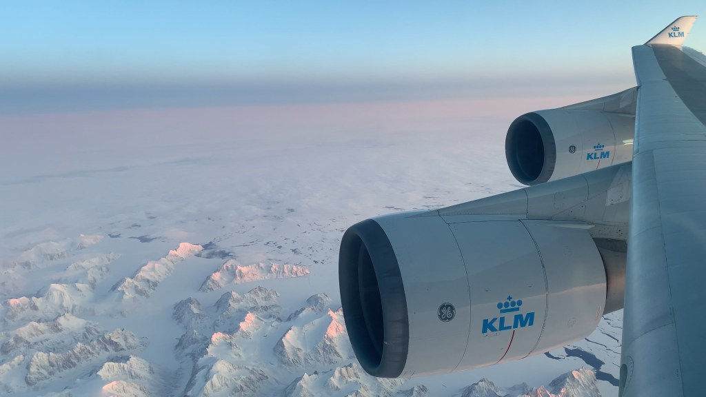 klm boeing 747 wingview over greenland