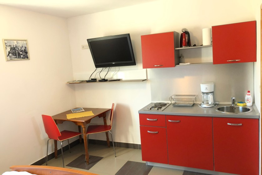 Kitchenette & Dining table