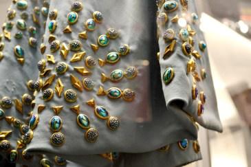 Perlen am Ärmel eines Bühnenkostüms