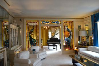 Elvis' Wohnzimmer und Klavier