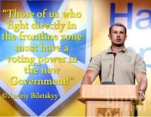 Kansanedustajaksi noussut uusnatsiryhmittymä SNA:n ja Patriot Ukrainen johtaja Andriy Biletsky pitämässä puhetta pääministeri Jatsenjukin 'Kansan Rintama'-puolueen puoluekokouksessa. Biletsky valittiin puolueen sotilasneuvoston(!) jäseneksi.