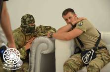 """Donbas-pataljoonan komentaja """"Semen Semenchenko"""" neuvonpidossa Andriy Biletskyn kanssa. Semenchenko tiettävästi valittiin myös Radaan 'Oma Apu'-puolueen listalta. Juutalaisjärjestöt ovat syyttäneet 'Oma Apu'-puolueen johtajaa, Lvivin pormestari Andriy Sadovyia, voimakkaan antisemitismin sallimisesta Lvivissä. http://antisemitism.org.il/article/72808/wiesenthal-center-lviv-mayor-covers-antisemitism"""