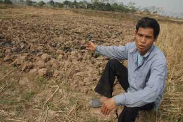 Hạn hán, bão lũ, ngập mặn gia tăng sẽ tác động mạnh tới ngành nông nghiệp, nông dân sẽ ngày càng gặp khó khăn với việc làm nông