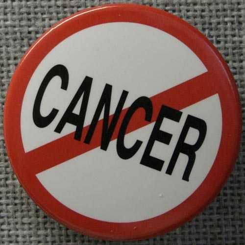 Bộ Y tế cho biết mỗi năm nước ta có khoảng 150.000 người mới mắc bệnh ung thư và trên 75.000 trường hợp tử vong do ung thư, mỗi ngày Việt Nam có 205 người chết vì ung thư. (Cảnh tại bệnh viện Ung bứu TP. HCM/ Ảnh: vnexpress.net)