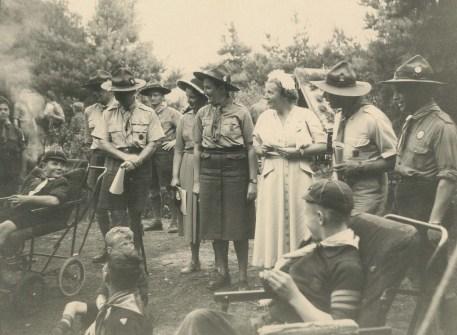 Koningin Juliana op bezoek bij de Scouting van de Sint Maartenskliniek