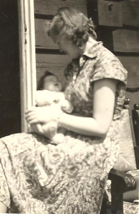 in de armen van mijn moeder