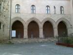 Cattedrale, i portici.jpg
