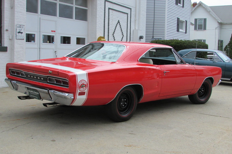 T R 1968 Coronet Red 440 Dodge