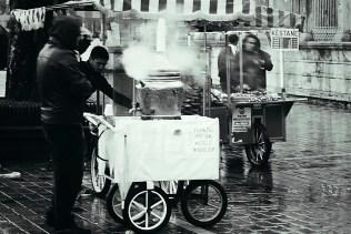 Czaj w zimny, deszczowy dzień kusi.