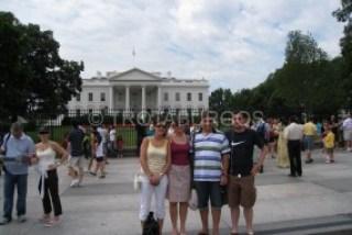 FOTO DE GRUPO CON LA CASA BLANCA DETRÁS  EN WASHINGTON DC