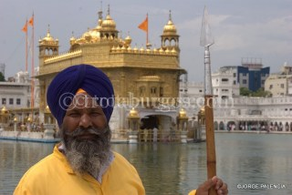 GUARDIÁN DEL GOLDEN TEMPLE EN AMRITSAR
