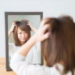 頭皮好癢、肩膀都頭皮屑!?代表你該換洗髮精了