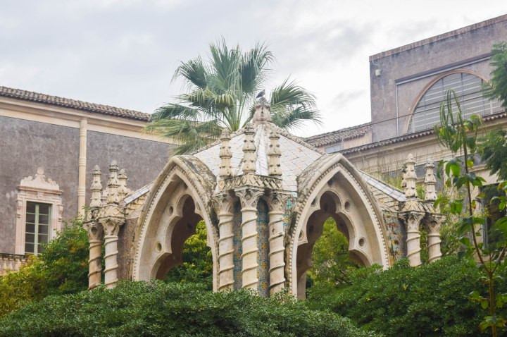 Catania monastery + disney ornaments 004