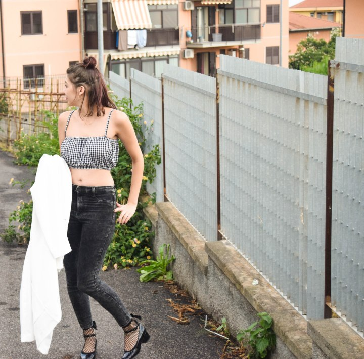 Frivolous crop top Look 049