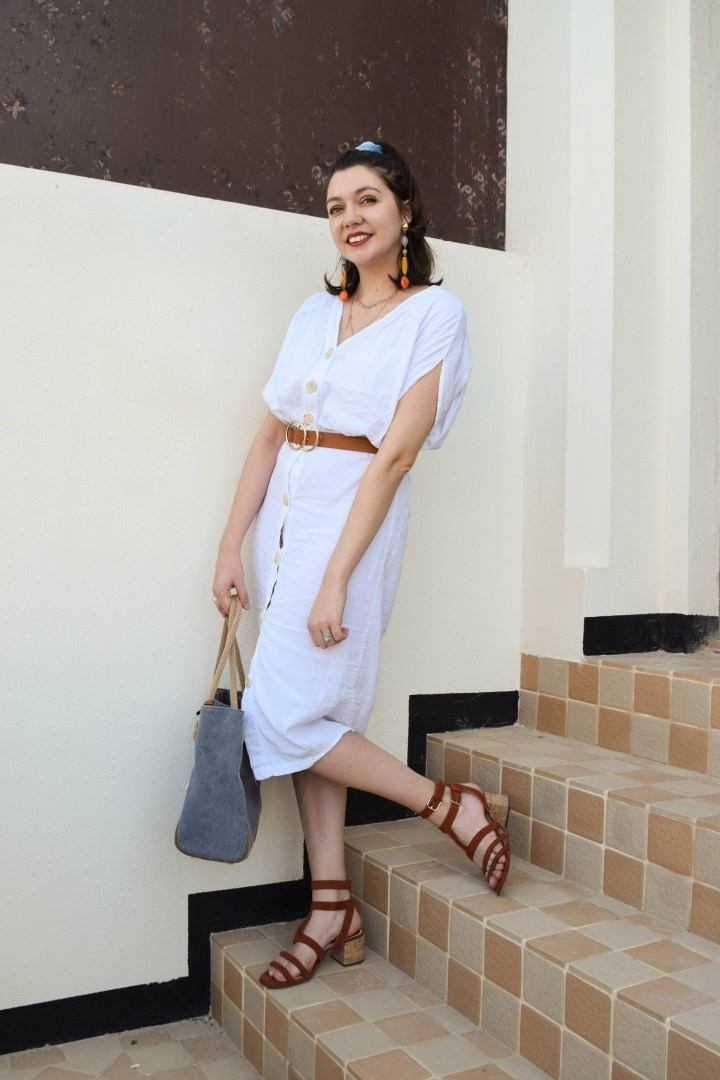 An effortless summer look with a white dress.
