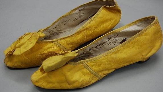 Shoes brilliant yellow kid ladies shoes, circa 1800 KT
