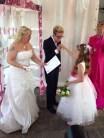 Een ring en certificaat voor het bruidsmeisje