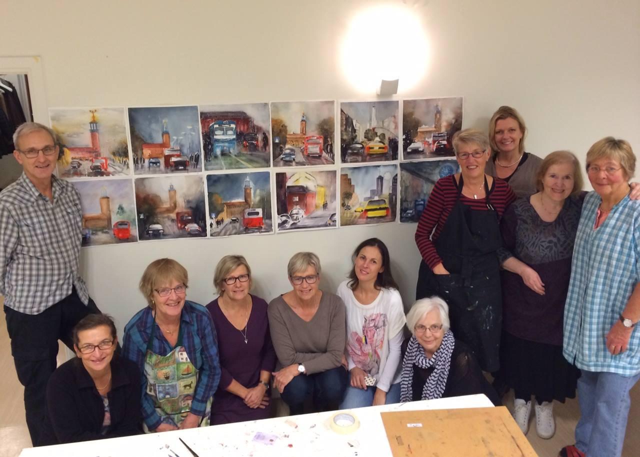 Glada deltagare på akvarellkurs