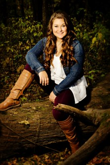 2016 senior girl in the woods