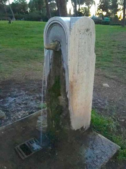 Roman water fountain - they're everywhere!