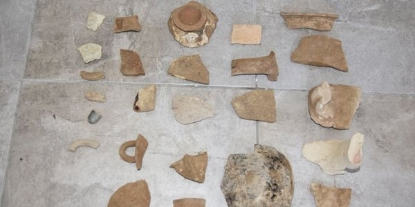 Полиция арестовала трех человек за незаконно раскопанные древности