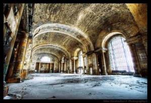 Exploradors urbans a la recerca de llocs abandonats