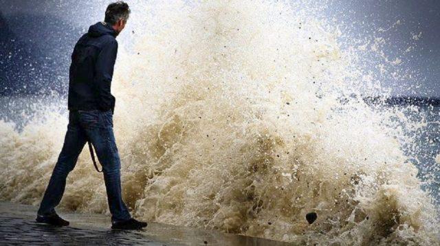 Καταιγίδα Ελεανόρ: Παραμένει ο πορτοκαλί συναγερμός στη Γαλλία