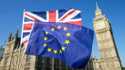 Τ. Μέι: Ένα Brexit χωρίς συμφωνία δεν θα είναι και το «τέλος του κόσμου»