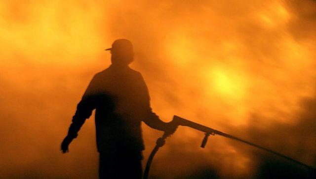 Κεφαλονιά: Μάχη με τις φλόγες για δεύτερη νύχτα