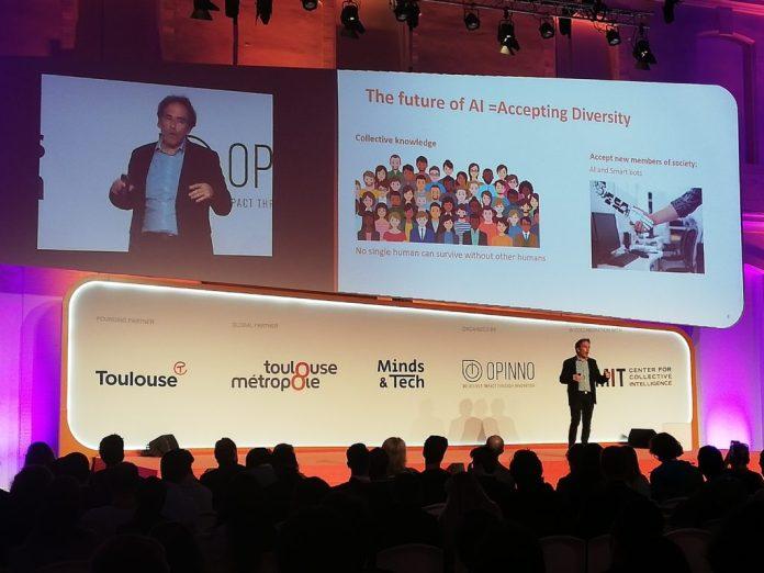 Σύμπραξη συλλογικής και τεχνητής νοημοσύνης για ένα πιο αισιόδοξο ψηφιακό μέλλον