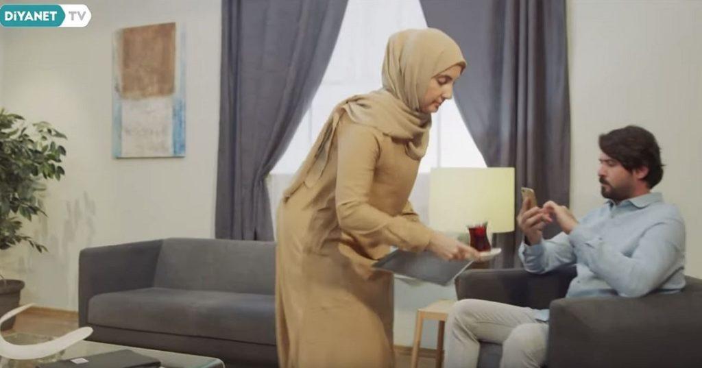 Σάλος στην Τουρκία: Κρατικό σποτ παρουσιάζει τη γυναίκα ως υπηρέτρια (video)