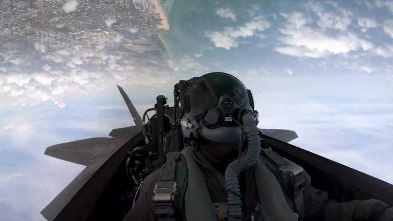 Με τα μάτια του αετού: Εντυπωσιακό βίντεο πτήσης από το cockpit ενός F-15 (video)