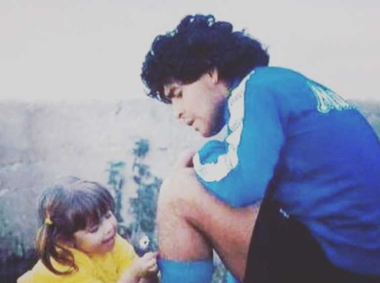 Συγκλονίζει η κόρη του Ντιέγκο Μαραντόνα – Η ανάρτηση για τον θάνατο του πατέρα της