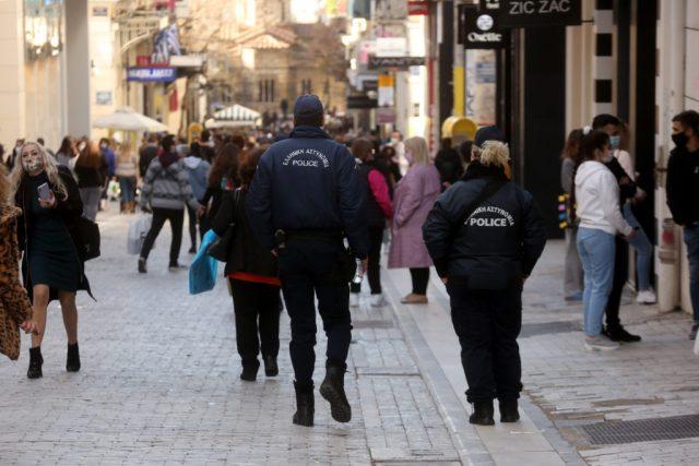 Πρεμιέρα στο νέο τρόπο λειτουργίας των εμπορικών – Εντατικοί οι έλεγχοι της αστυνομίας