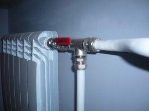 Фото: Металлопластиковые трубы для подключения радиаторов в доме