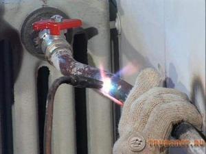 Фото: железные трубы в частном доме