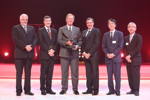 Hino Midrand is the 2015 Hino South Africa Dealer of the Year. Seen here at the presentation of the award at Kyalami are (from left) Calvyn Hamman, Senior Vice President, Sales and Marketing Toyota SA Motors (TSAM); Andrew Kirby, Executive Vice President and Chief Operating Officer, TSAM; Hennie De Villiers, Group Managing Director of McCarthy Hino Dealerships and Dealer Principal of Hino Midrand; Dr Johan van Zyl , President and CEO, TSAM; Yu Asano, General Manager Africa Division, Toyota Motor Corporation (TMC); and Hitoshi Muramoto, Executive Vice President and Chief Co-ordinating Officer TMC