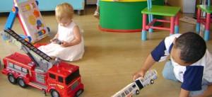 ninos-jugando-con-juguetes