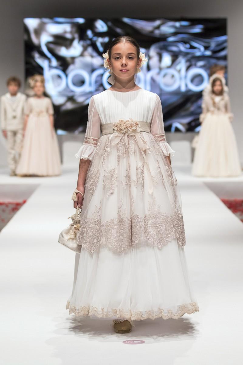 b12b83269 Tendencias en moda de vestidos de comunión y trajes 2018-2019
