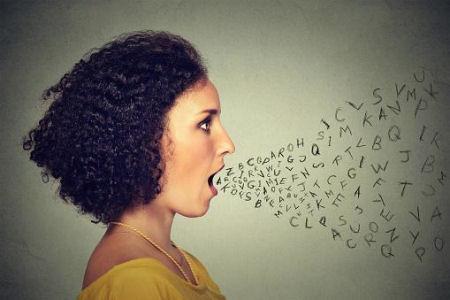 Propenso a quedarse sin voz y dolores de cabeza