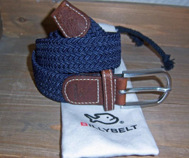 d5a9c6589f3 J ai eu le plaisir de découvrir une ceinture tressée de couleur bleu  marine. Agréablement surpris par la qualité des matières utilisées