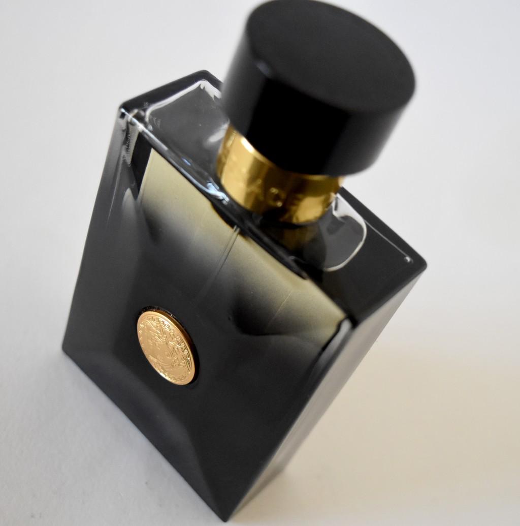 Wev57qii Avis Racé Et Parfum Test Black Homme Luxueux Oud Versace Amp; PkwiuZOXT