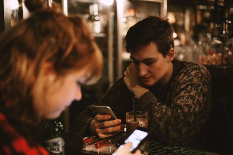 Draguer une femme par SMS