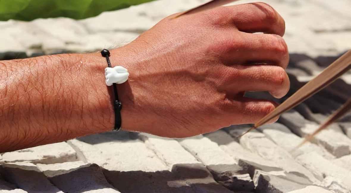 Bracelet artisanal avec pierre de verre au chalumeau