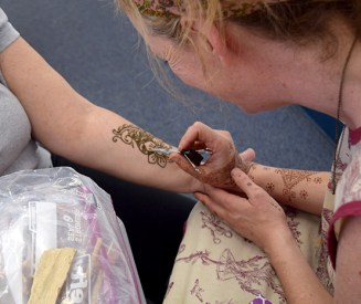 Getting a Henna Tattoo for the first time