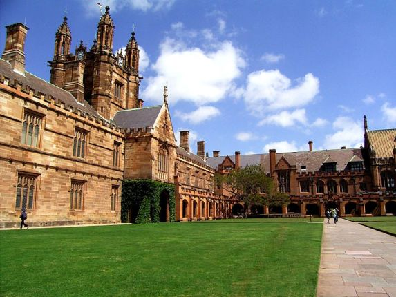 800px-University_of_Sydney_Main_Quadrangle